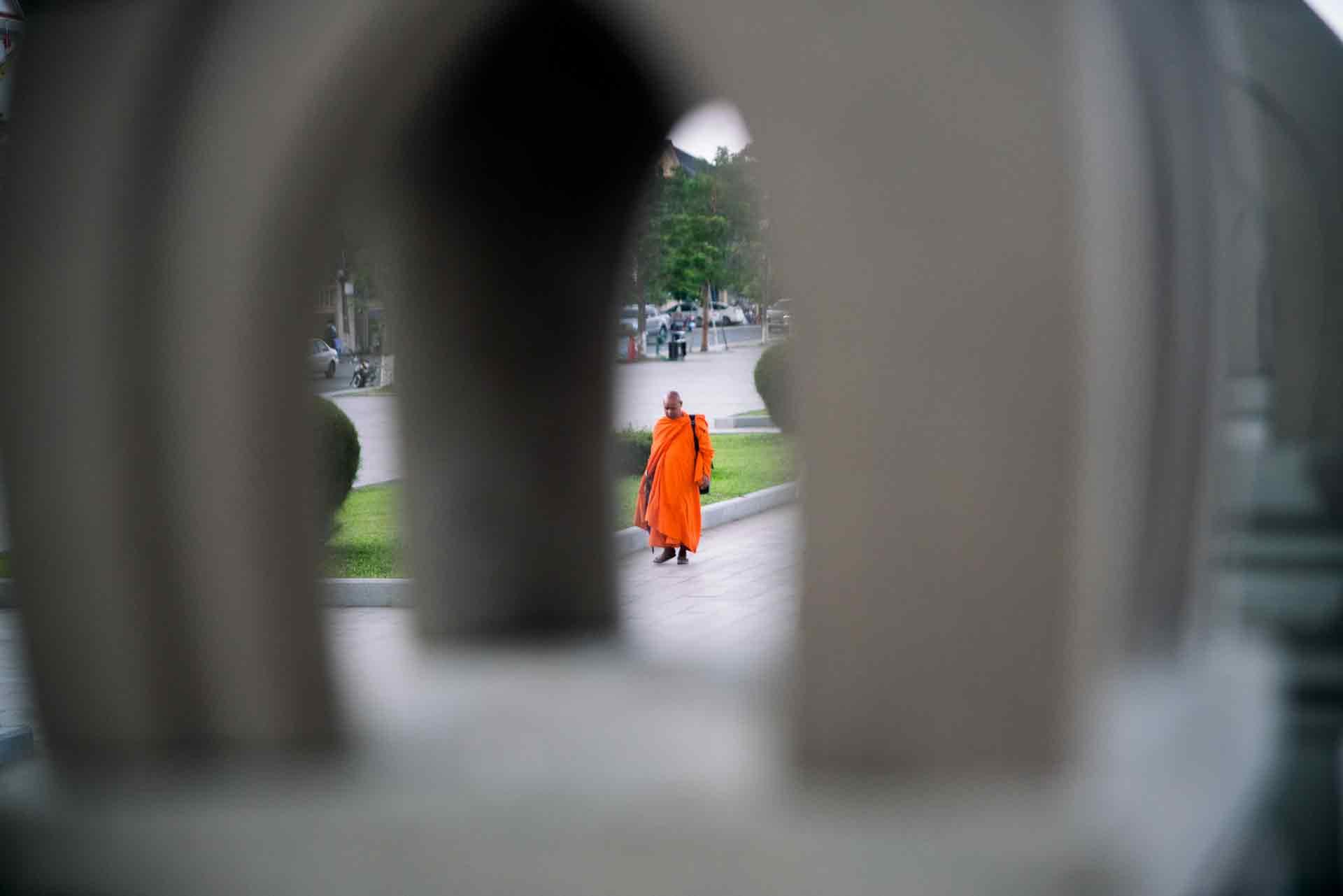 monk cambodia phnom pehn