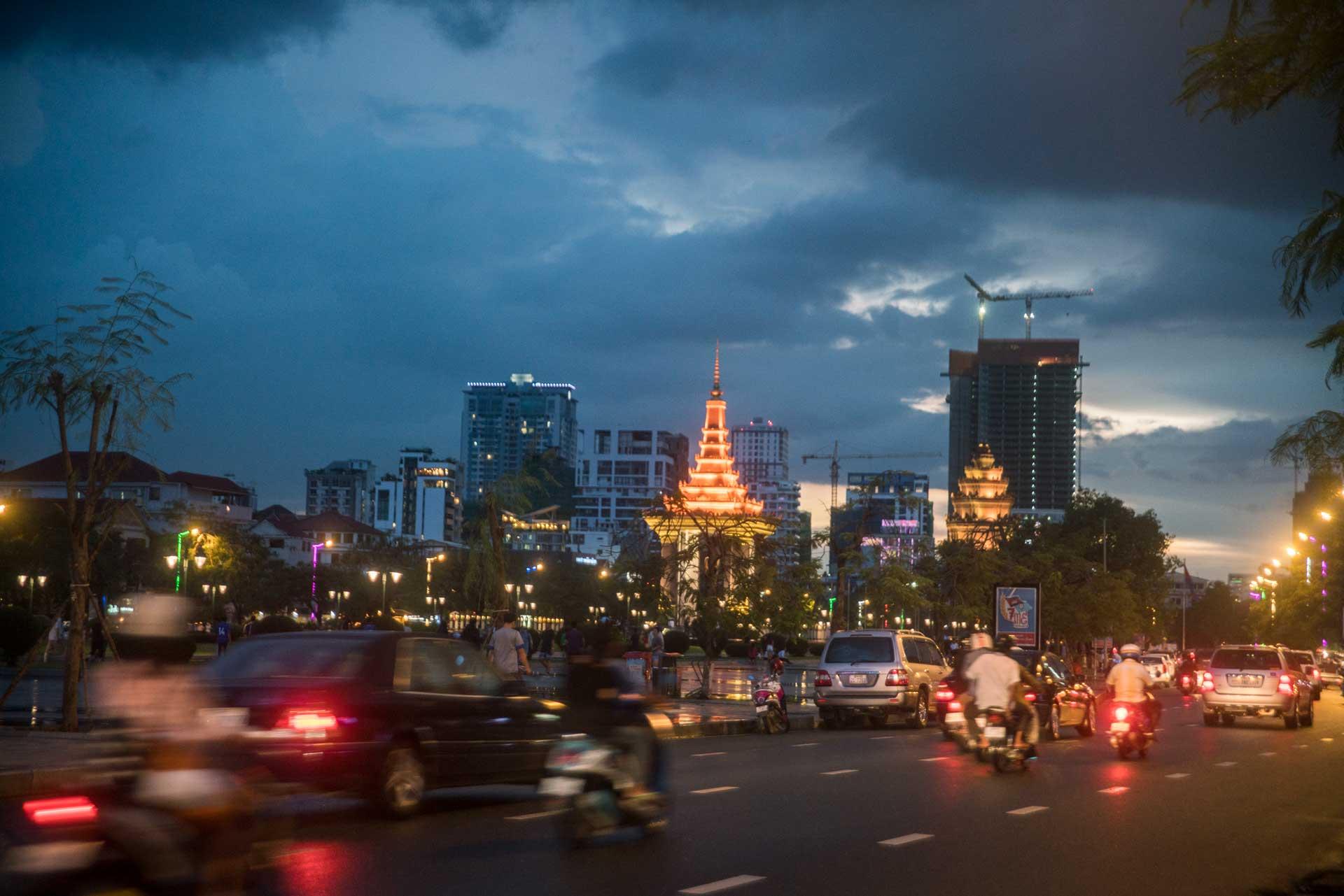 phnom pehn city night